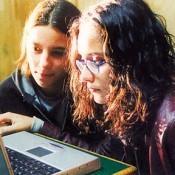ragazzine al computer